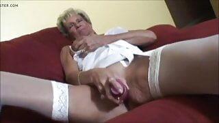 Hot Granny Play Fun With Dildo – CoViD-88